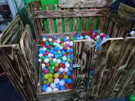 Box mainan anak anak mandi bola kayu
