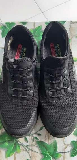 Sepatu cewe skechers