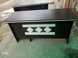 Brand New Fresh Office Table Size 5x2.5 Fit More Design Available