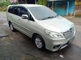Toyota inova G matic diesel th 2012