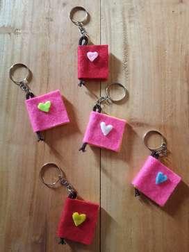 Sovenir nikah,sovenir ultah,souvenir wisuda, gantungan kunci,murah