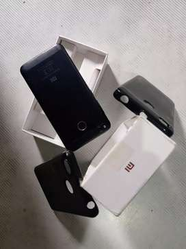Mi 4 with 4000 mh battery & 3gb ram 32gb rom with Bill, box, charger.