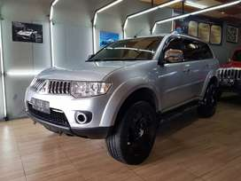 Mitsubishi Pajero Exceed 2010 AT Silver TT Fortuner
