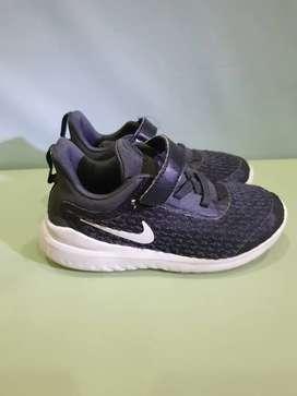 Sepatu anak cowok Nike (preloved)