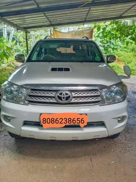 Toyota Fortuner 2011 Diesel,4x4 manual,Good Condition, company service
