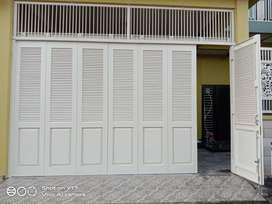 pintu garasi besi (bisa type lipat atau type dorong)