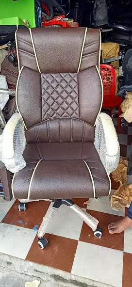 Brand New OFFICE MD Chair available 100 nos
