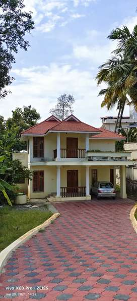 3 B H K SEMI FURNISHED TWO STORY BUILDING FOR RENT IN AMBALAMUKK TVM.