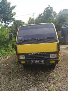 Mitsubishi Truk dum