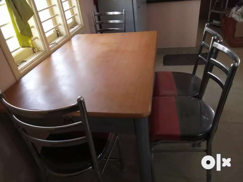 4 seated  dining  table for sell with chairs 0