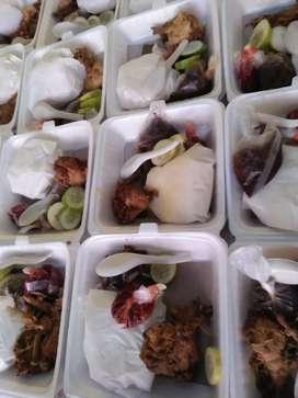 Ayooo makan bersamaa dengan tumpeng nasi kotak snack kue ado galo galo