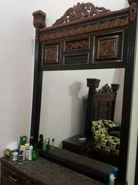 Very Good looking dressing table for sale.