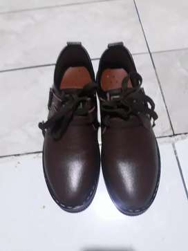 Djual sepatu pantopel dri luar baru beli ukuran sepatu kebeseran no 42