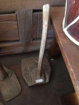 Pajangan cangkul kayu jati