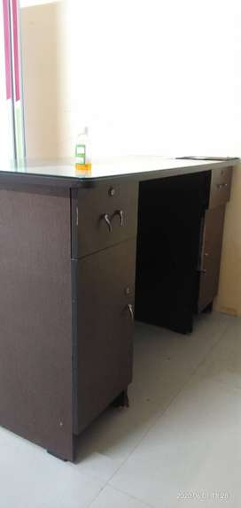 OFFICE TABLE FOR SELL