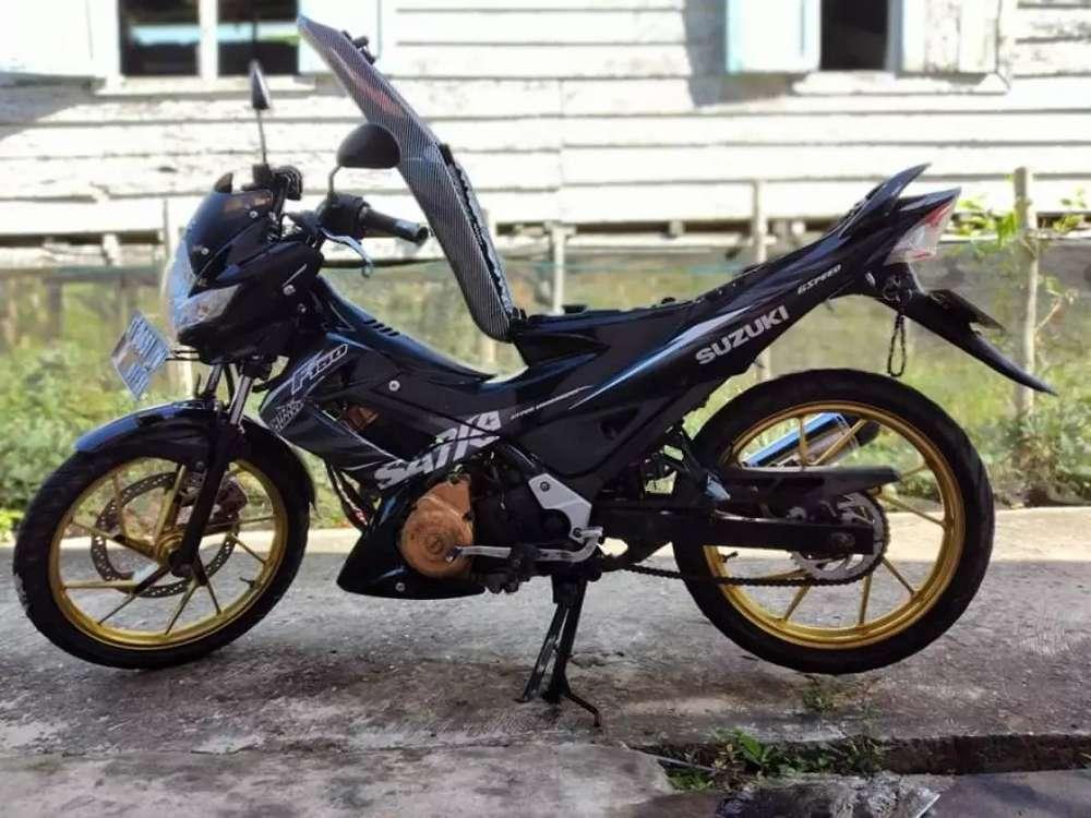 Motor satria warna hitam