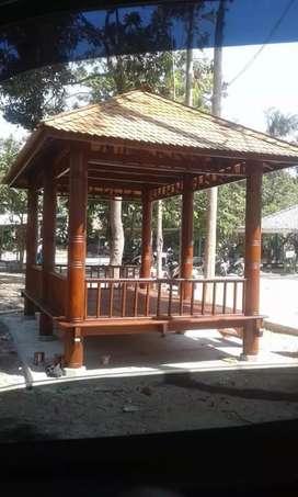 Saung Gazebo kayu kelapa ukuran 2,5x4m tiang motif