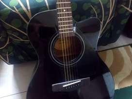 Gitar akustik merk Yamaha