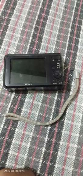 Sony ka camera hai Koi dikhat nhi hai