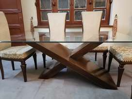 Excellent condition dinning table along with 6 x chairs