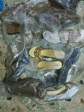 Fancy sandal chapal lot 35 pice shop close mal vikne ahe 60 RS par pic