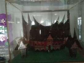 Souvenir unik rumah gadang pakai kaca
