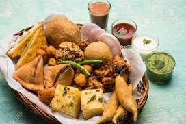indian Snacks Cook की आवश्यकता  है in Sultanpuri Delhi.