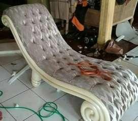 Sofa malas/ kursi malas keong Cat Duco putih jok bludru mewah