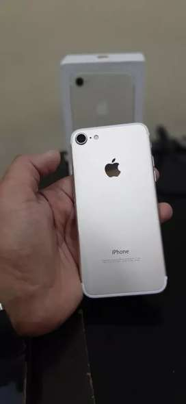 """Summer offer """" brand new apple iPhone 7 32gb Available """""""