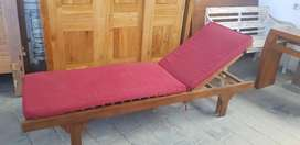 Sunbed , longchair , kursi santai , kursi pantai , kursi kolam