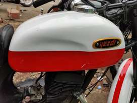 Yezdi b type newly painted tag jawa,roadking,rajdoot,vintage,yamaharx