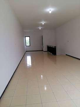Disewakan Ruko SHM 2 Lantai LT 136 m2 LB 150 m2 di Jl Raya Sidowungu M