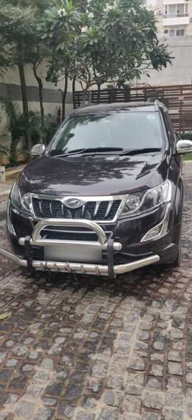 XUV 500 W 6 - Manual with Alloy Wheels and Leather Seat covers