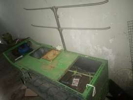 Bismilah dijual gerobak pop es harga 1500. Nego bahan besi semua .