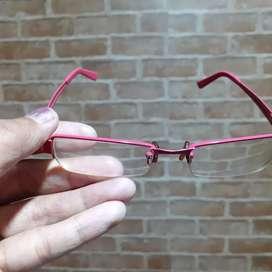 Servicee kacamata frame di cat pink