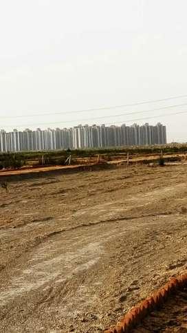Plot hi plot greater Noida sector 150 mein  3000/gaj