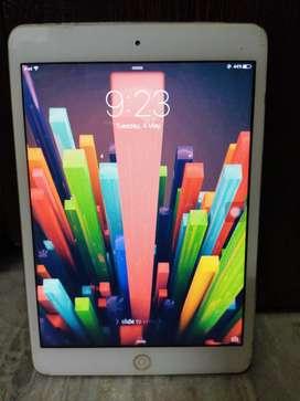 Apple Ipad mini works perfectly nsingle hand use