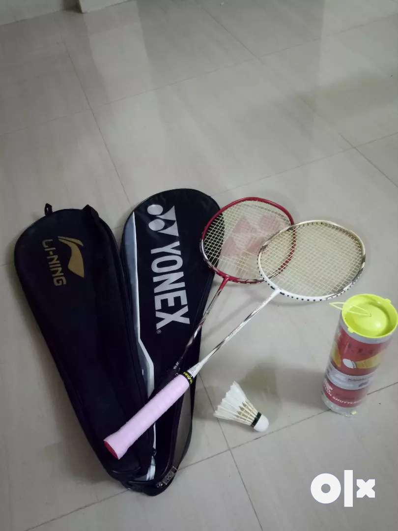 Newly purchased shuttle bat with racket and 2 cock 0