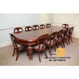 Meja makan ukir lengkung