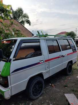L 300 Mini Bus Bensin