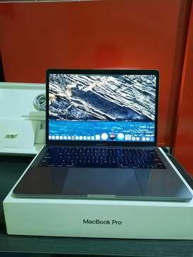 Apple MacBook Pro 13 inch  Non Touchbar MPXQ2ID  8 SSD 128 Like New