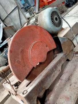 Gerinda potong kayu