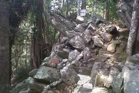 tanah mengandung batu kaca