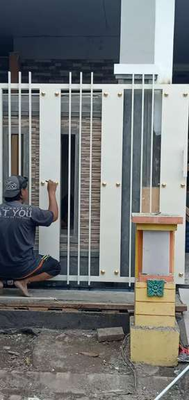 Mengerjakan  pagar, raling tangga, kanopy dll