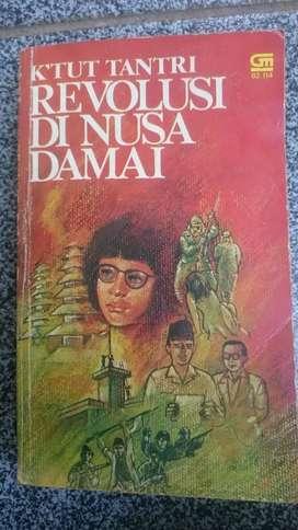 "Novel REVOLUSI DI NUSA DAMAI by K""tut Tantri"