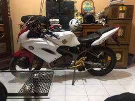 Motor ninja putih