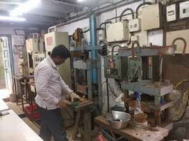 Rubber mould operator