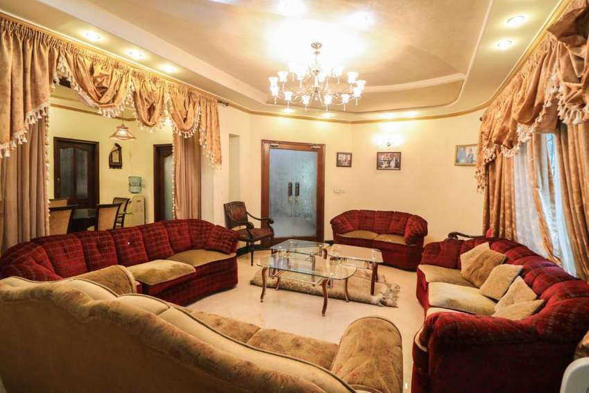 Fully Furnished 1 Kanal Bungalow For Sale Near Huge Park 0
