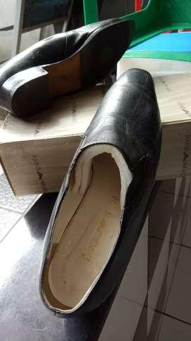 Sepatu  merek EMPORIO ARMANI  NO 38.1/5 Asli dari Italia
