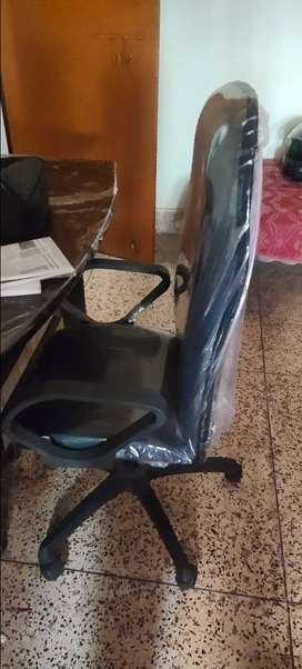 Office chair with table
